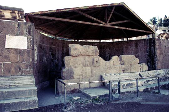 Tempio divo giulio copy for Il divo giulio