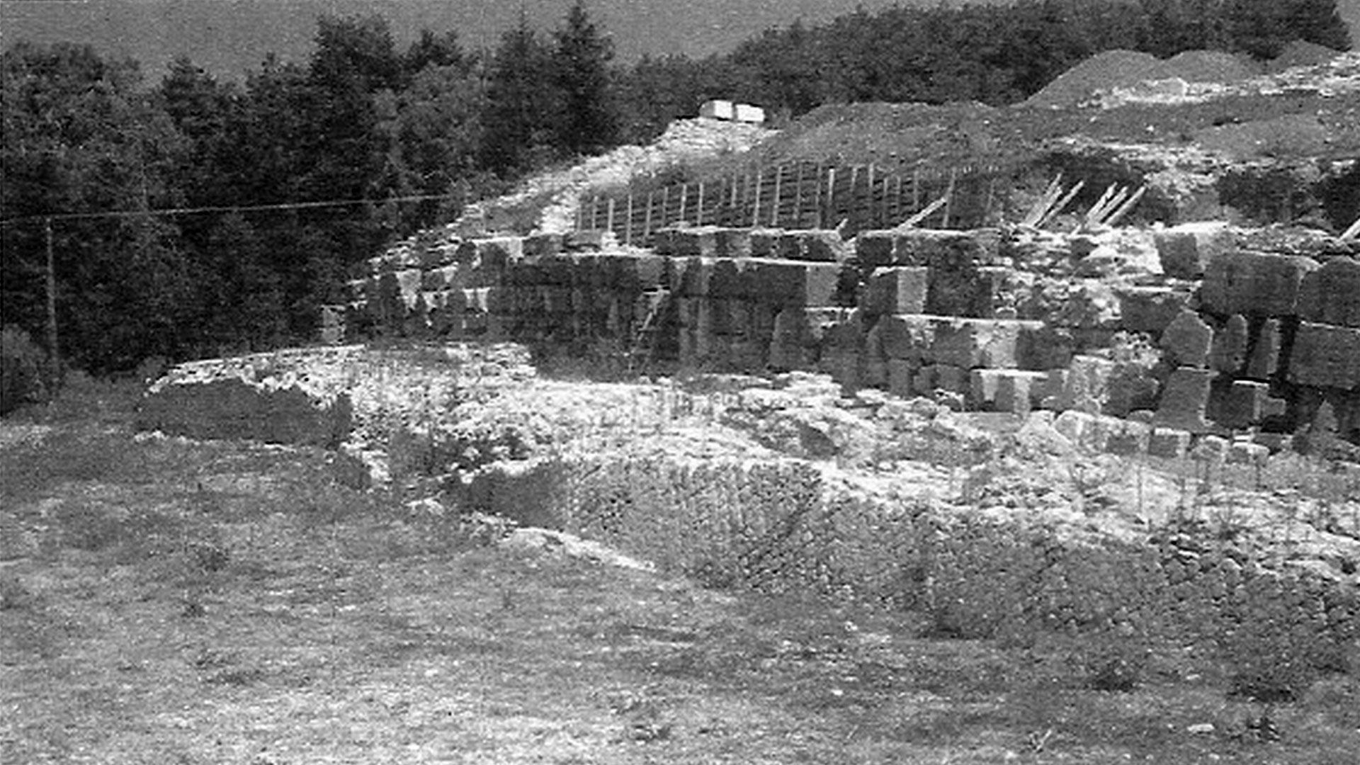 Nikon «il vincitore» e il monumento che celebra l'origine del potere di Augusto.