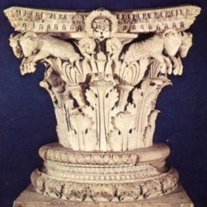 Capitello_corinzio_dal_tempio_della_concordia,_con_coppie_di_montoni