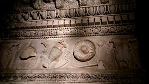 Trabeazione del Tempio di Vespasiano