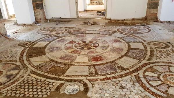 Splendido pavimento bizantino torna alla luce: sorpresa in una moschea turca
